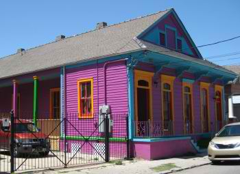A New Orleans shotgun home with side gallery